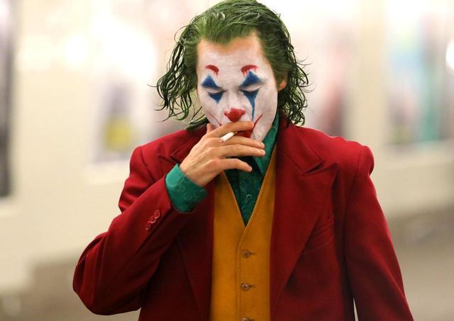 画像1: HAHAHA…悲しみの中笑うジョーカー