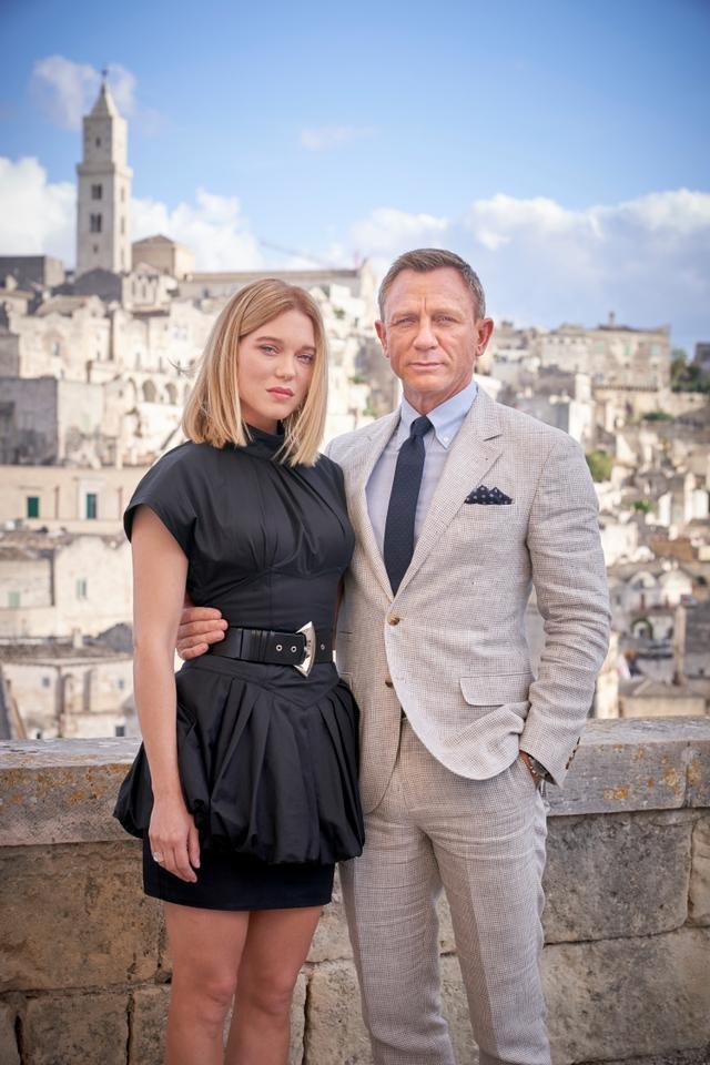 画像: 6代目ジェームズ・ボンドのダニエル・クレイグと、前作の『007 スペクター』に続きマドレーヌ・スワン役を演じるレア・セドゥ。
