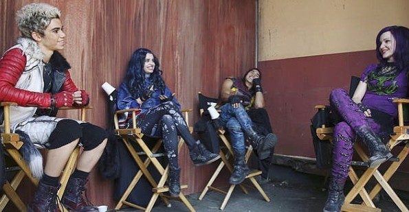画像: 1作目の撮影の合間に談笑する4人。©Cameron Boyce