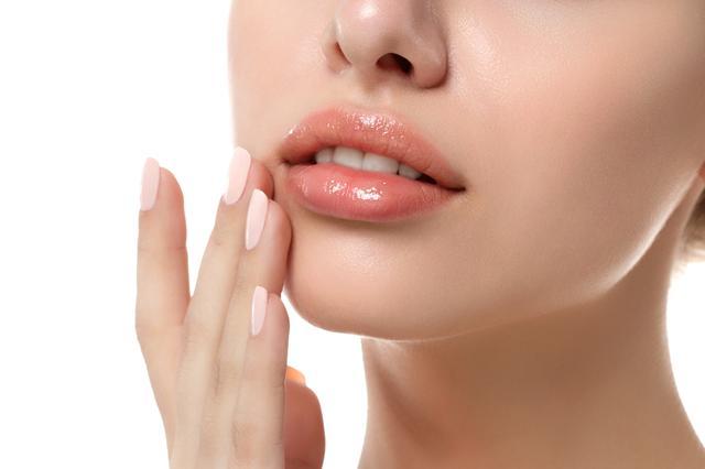 画像2: かっさプレートを使った唇マッサージ