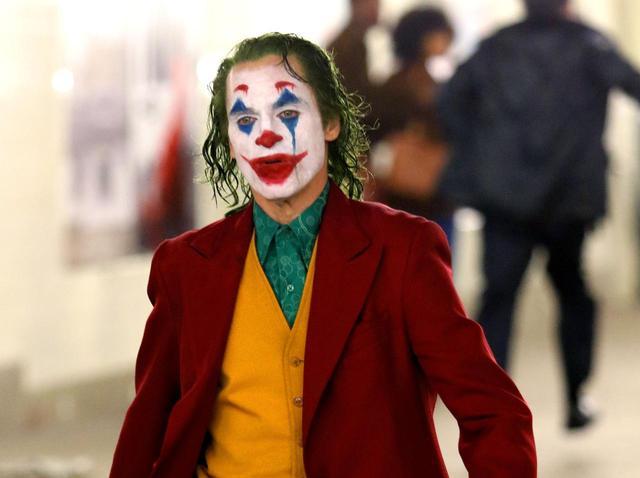 """画像: 『ジョーカー』で""""児童虐待者""""の音楽使用は問題"""
