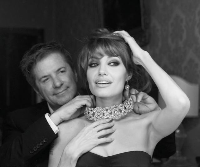 画像: ジュエリーデザイナーのロバート・プロコップとアンジェリーナ。