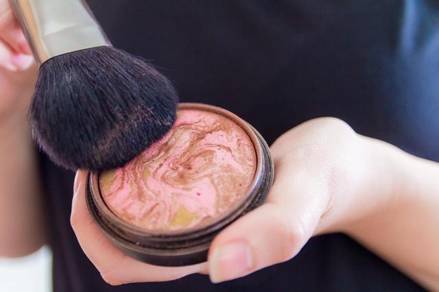 画像1: 正しい色味の「ブロンザー」を選ぶ方法