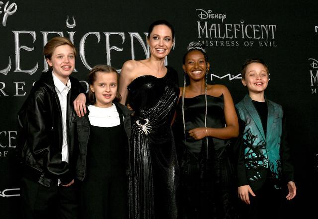 画像: 左から:次女シャイロ、三女ヴィヴィアン、アンジェリーナ、長女ザハラ、三男ノックス。