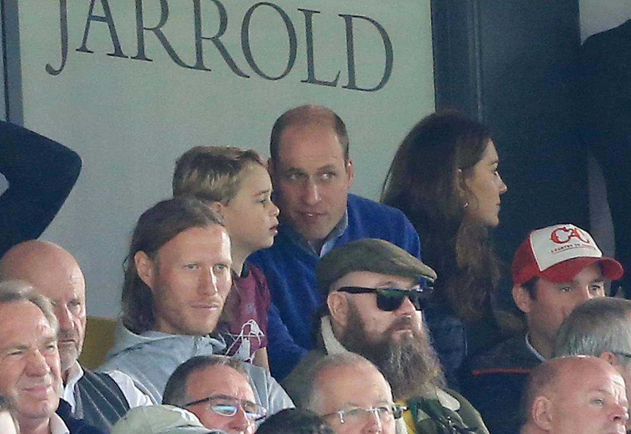 画像: ジョージ王子が家族でサッカー観戦に