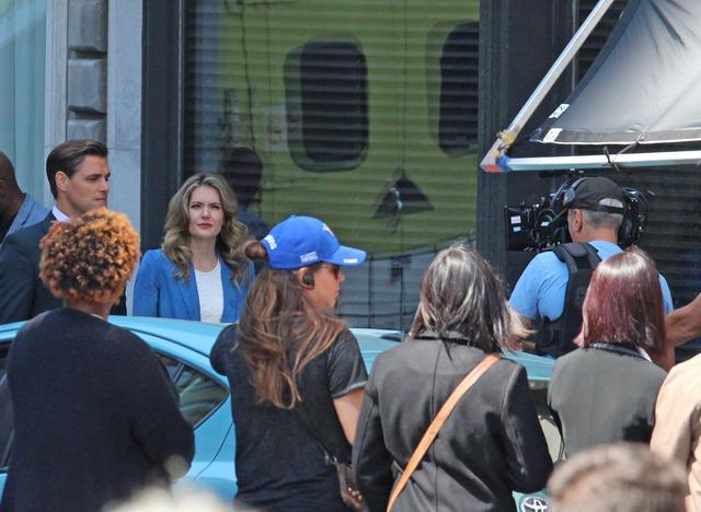 画像: カナダで撮影するサットン役メーガンとリチャード役サミュエル・ペイジ