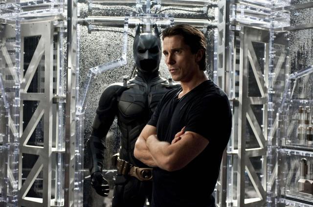 画像: 映画『ダークナイト ライジング』のワンシーン。同作では俳優のクリスチャン・ベールがバットマン役を務めた。