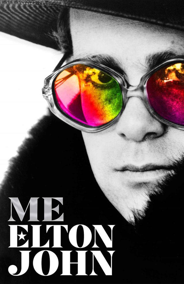 画像: エルトンの自伝本『Me: Elton John Official Autobiography』。