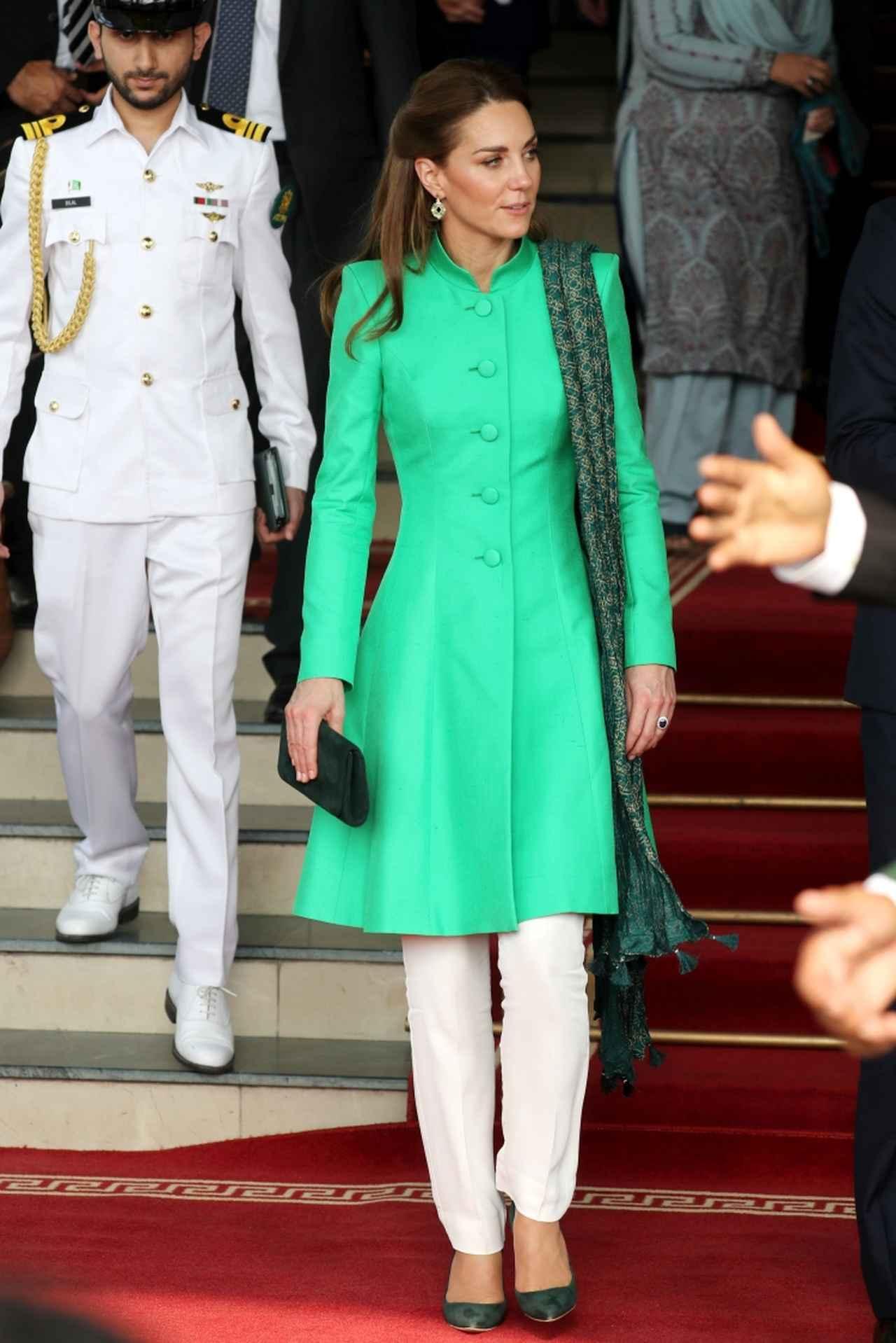 画像3: キャサリン妃が現地文化に寄り添う着こなしを連発