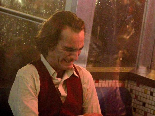 画像: ジョーカー/アーサー・フレックの「笑い」