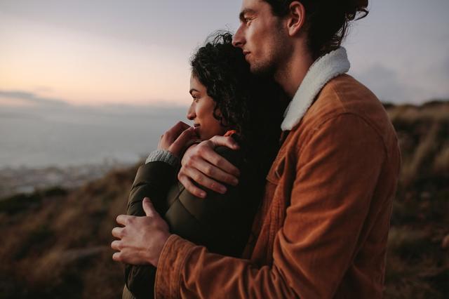 画像1: 記憶を失くしてもふたたび恋に落ちる2人