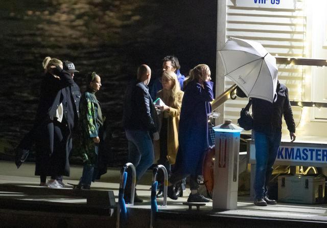 画像: キャメロン・ディアス、ニコール・リッチー&ジョエル・マッデン夫妻、アデルの姿が確認できる。