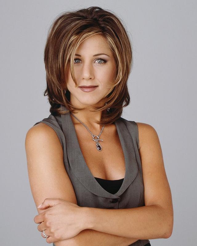 画像: 『フレンズ』でジェニファーが演じたレイチェル。髪型だけでなくメイクやファッションも多くの女性たちからお手本にされた。