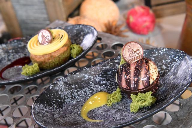 画像: ドッキング・ベイ7で食べられる、 オイ=オイパフとバトゥー・ボン。