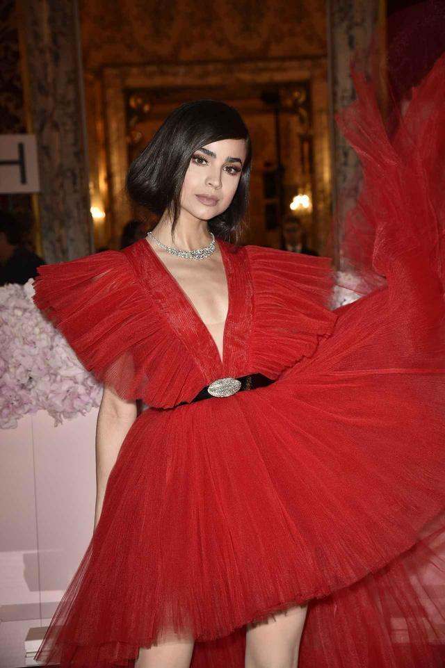 画像6: ケンダルと同じドレスを着たのは…