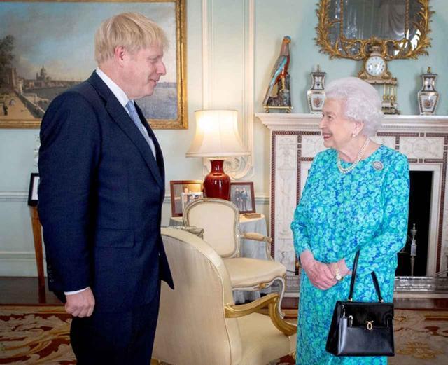 画像1: エリザベス女王の部屋から「消えたもの」とは?