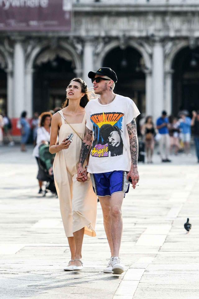 画像: マーガレットとヴェネチアでデートするピート。