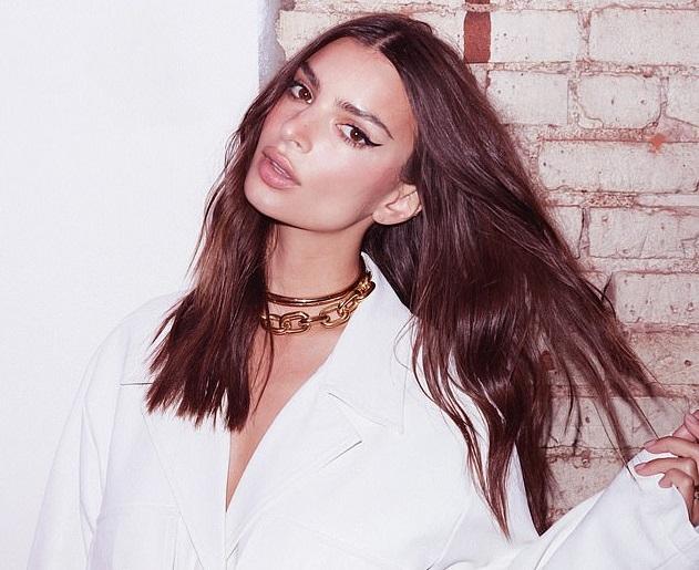 画像2: モデルのエミリー・ラタコウスキー