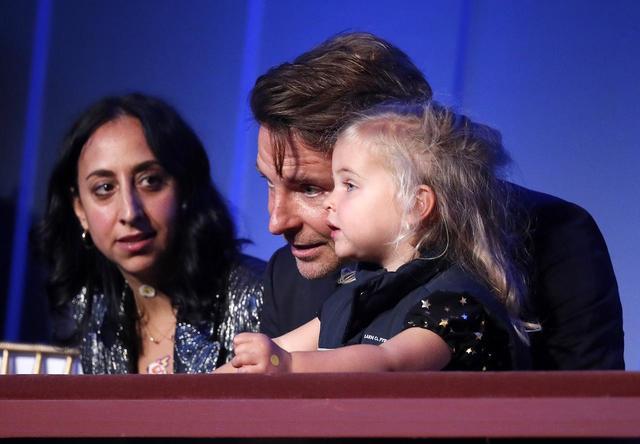 画像3: ブラッドリー・クーパーと2歳の愛娘