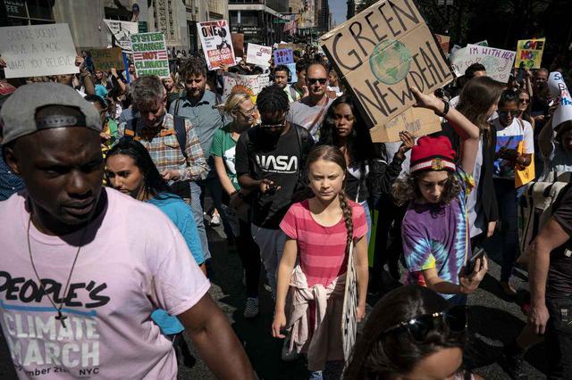 画像2: 世界を動かす環境活動家グレタ・トゥーンベリ