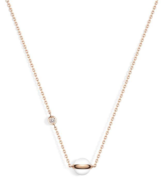 画像: ピアジェ「ポセション」ペンダント (G33PE100) 本体価格:191,200円(税抜) 素材:18Kピンクゴールド・ダイヤモンド約0.06ct・ホワイトカルセドニー チェーンアジャスト:39/42cm モチーフ:7mm