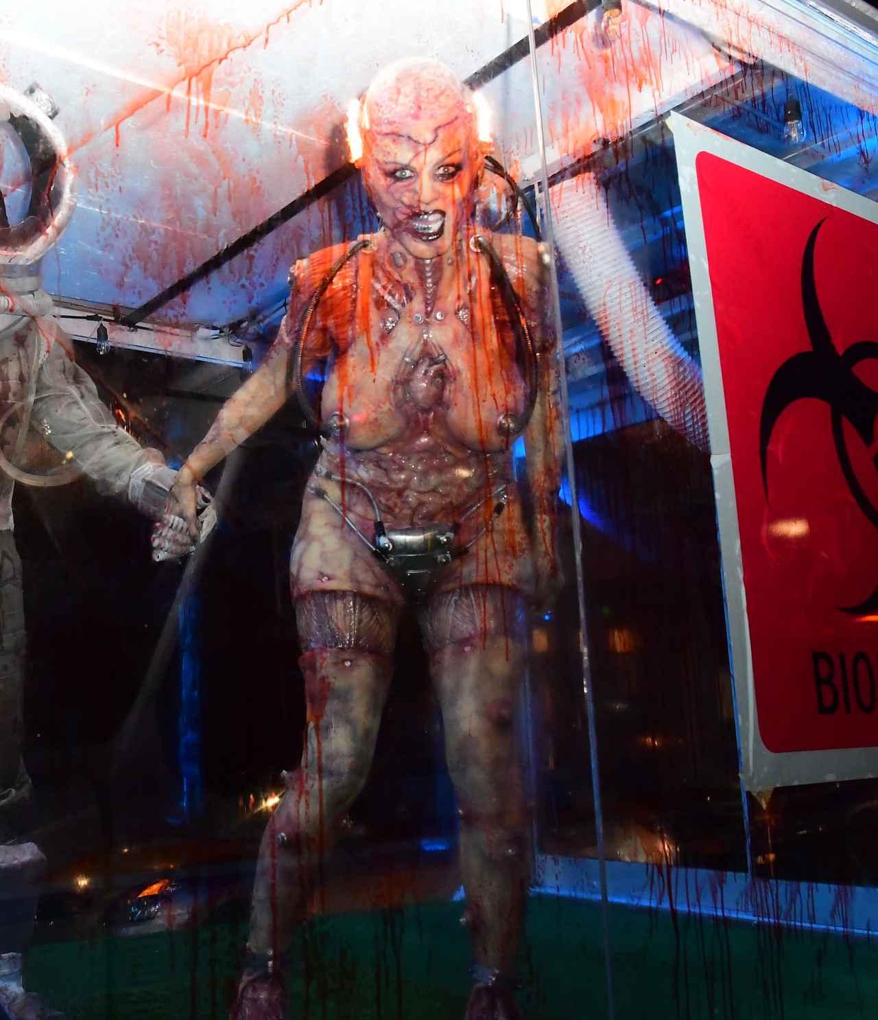Images : 13番目の画像 - 「ハロウィンの女王」ハイディ・クルムの仮装が怖すぎる - フロントロウ -海外セレブ情報を発信