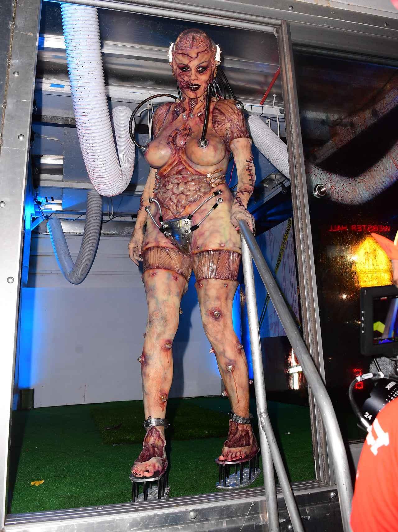 Images : 16番目の画像 - 「ハロウィンの女王」ハイディ・クルムの仮装が怖すぎる - フロントロウ -海外セレブ情報を発信