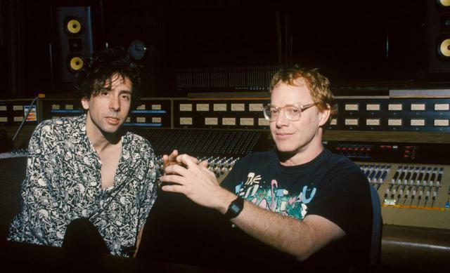 画像: ティム・バートン監督(左)とダニー