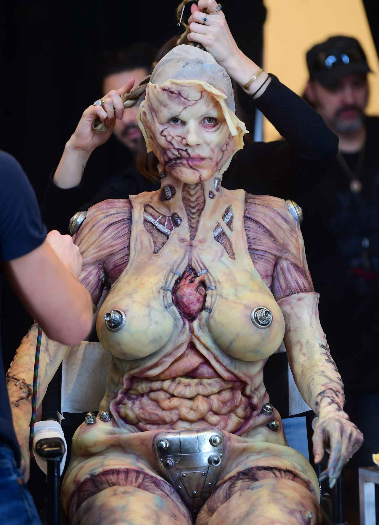 Images : 9番目の画像 - 「ハロウィンの女王」ハイディ・クルムの仮装が怖すぎる - フロントロウ -海外セレブ情報を発信