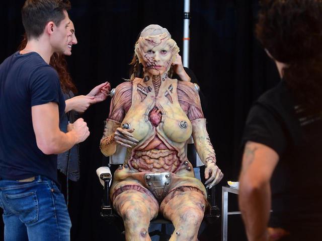 画像: 「ハロウィンの女王」ハイディ・クルムの仮装が怖すぎる【写真アリ】 - フロントロウ