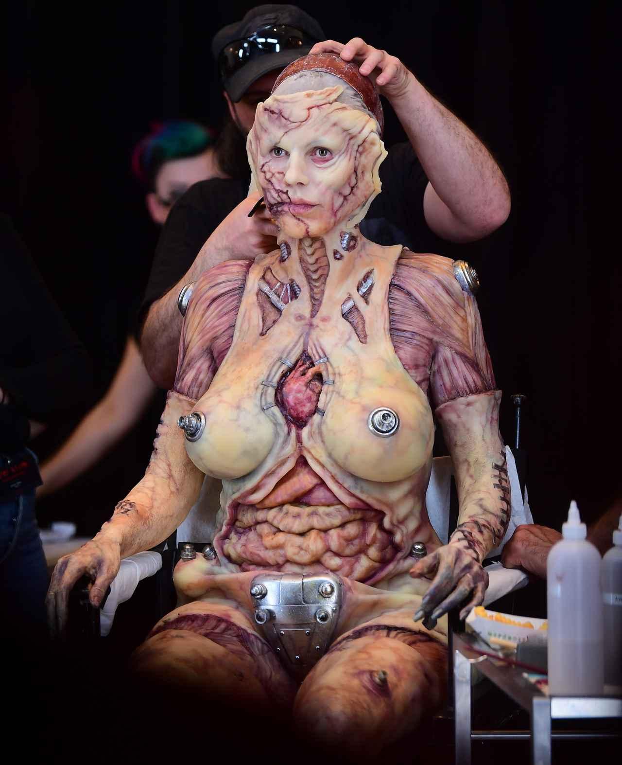 Images : 10番目の画像 - 「ハロウィンの女王」ハイディ・クルムの仮装が怖すぎる - フロントロウ -海外セレブ情報を発信