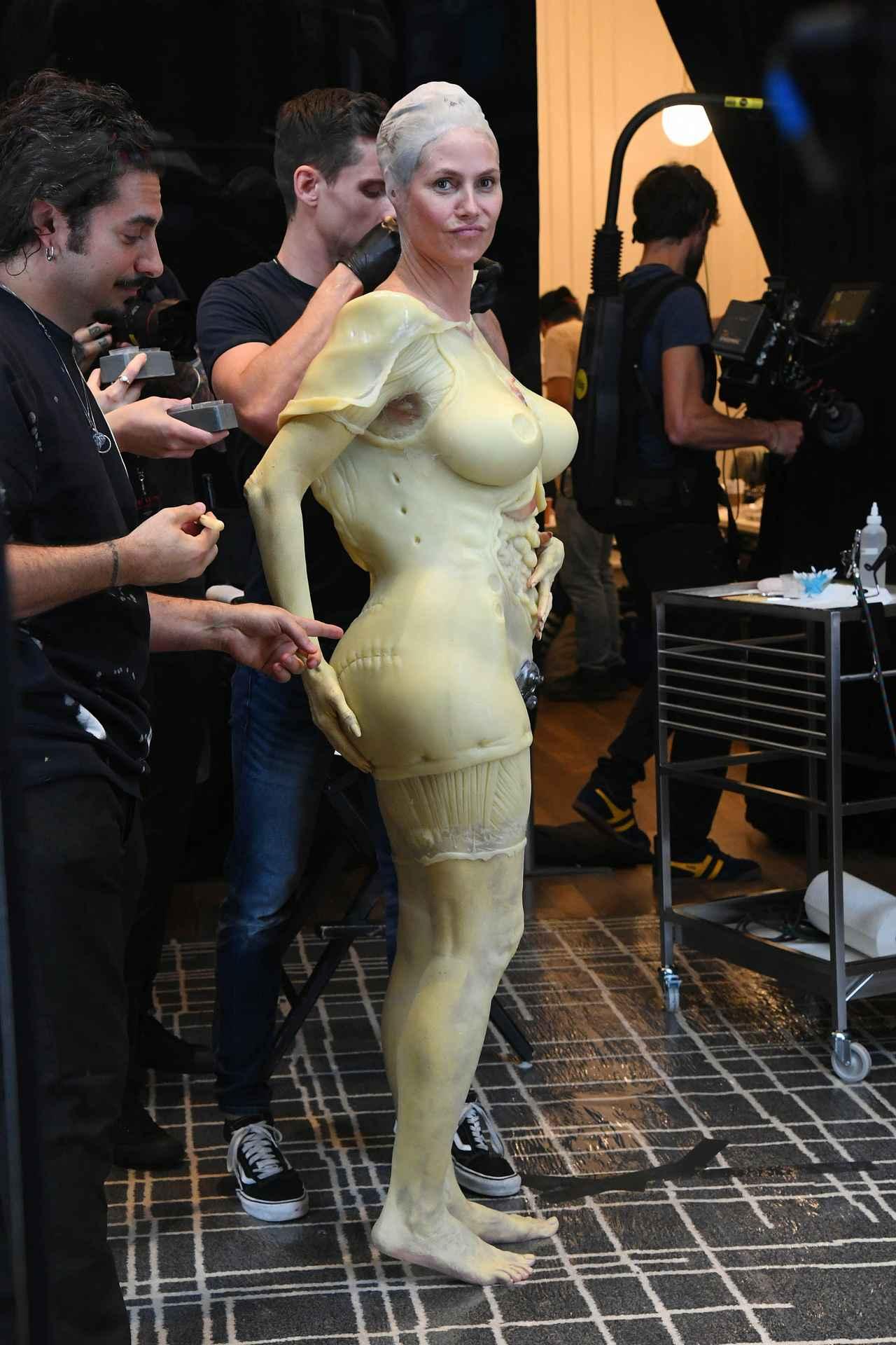 Images : 8番目の画像 - 「ハロウィンの女王」ハイディ・クルムの仮装が怖すぎる - フロントロウ -海外セレブ情報を発信