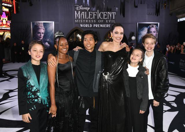 画像: 左から:ノックス、ザハラ、パックス、アンジェリーナ、ヴィヴィアン、シャイロ。映画『マレフィセント2』のロサンゼルス・プレミアにて。