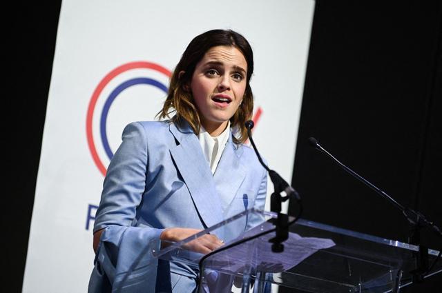 画像: 2019年5月にフランス・パリで開かれた先進七カ国(G7)男女平等担当相会合でスピーチを行なったエマ。
