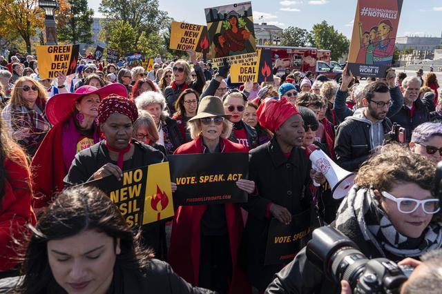 画像2: 気候変動デモで華金に毎週逮捕