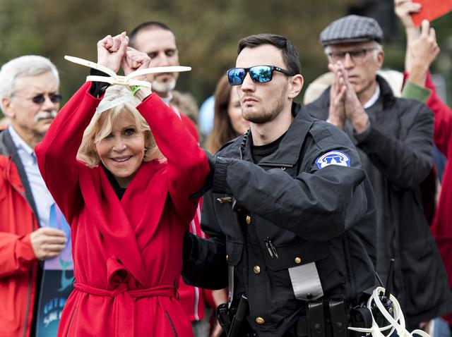 画像3: 気候変動デモで華金に毎週逮捕