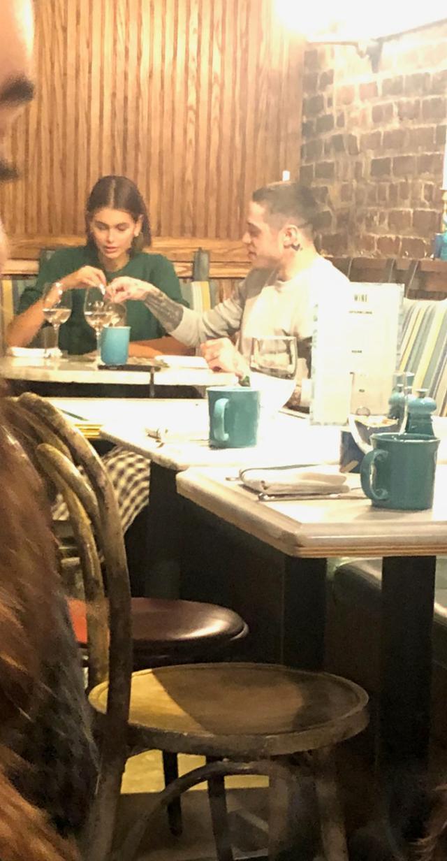 画像: ニューヨークのレストランで仲良くブランチを楽しむ姿が激写。