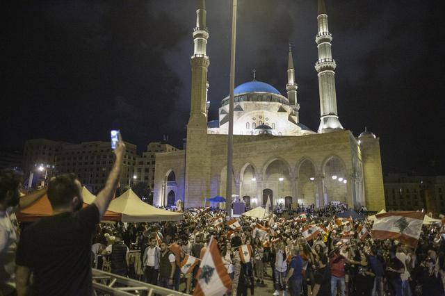 画像: 「フェス状態」になるレバノンの反政府デモ