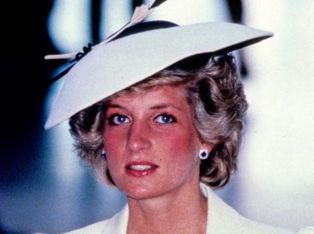 画像3: キャサリン妃、ふたたびダイアナ妃のアイテムを着用
