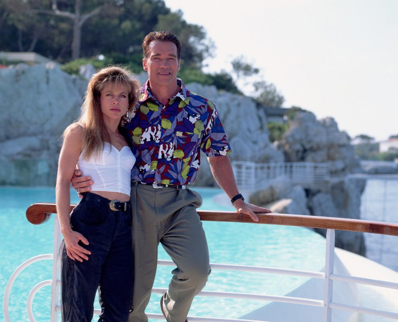 画像: 1992年のカンヌ国際映画祭参加のためアーノルドとフランス・カンヌを訪れたリンダ。