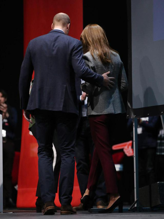 画像4: キャサリン妃とウィリアム王子が愛情表現