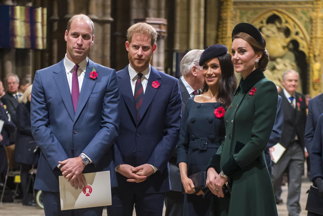 画像1: キャサリン妃とウィリアム王子が愛情表現
