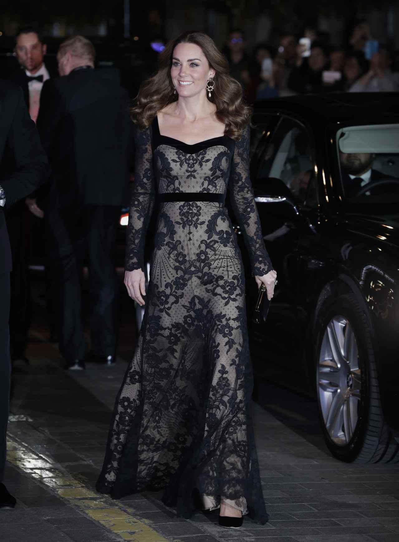 画像2: キャサリン妃の上品&セクシーなヌードドレス