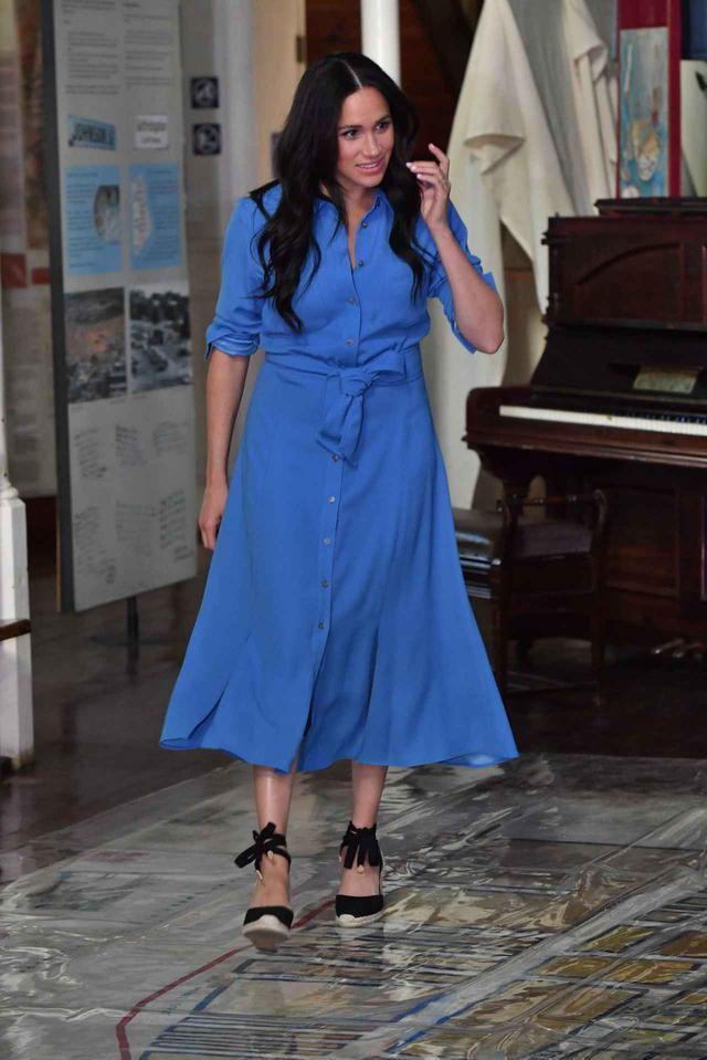 画像: この時は、ベロニカ・ビアード(VERONICA BEARD)のシャツドレスを着用。