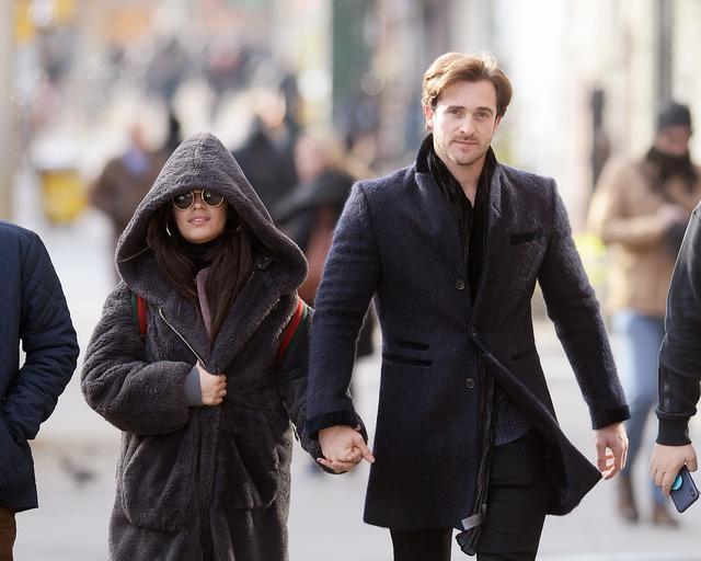 画像: ベストセラー作家でもあるイギリス人デートコーチのマシュー・ハッセーは、カミラが初めて公に認めたボーイフレンド。2019年に破局するまで1年強交際した。