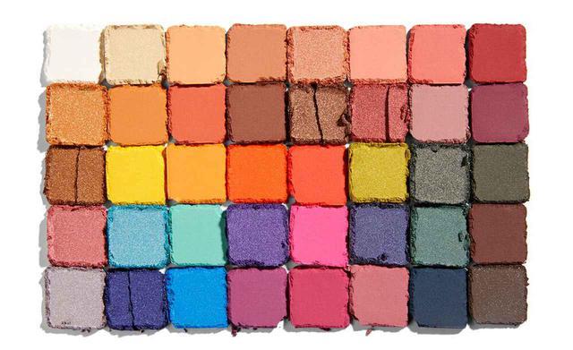画像: 40色のシャドウが1パレットに!