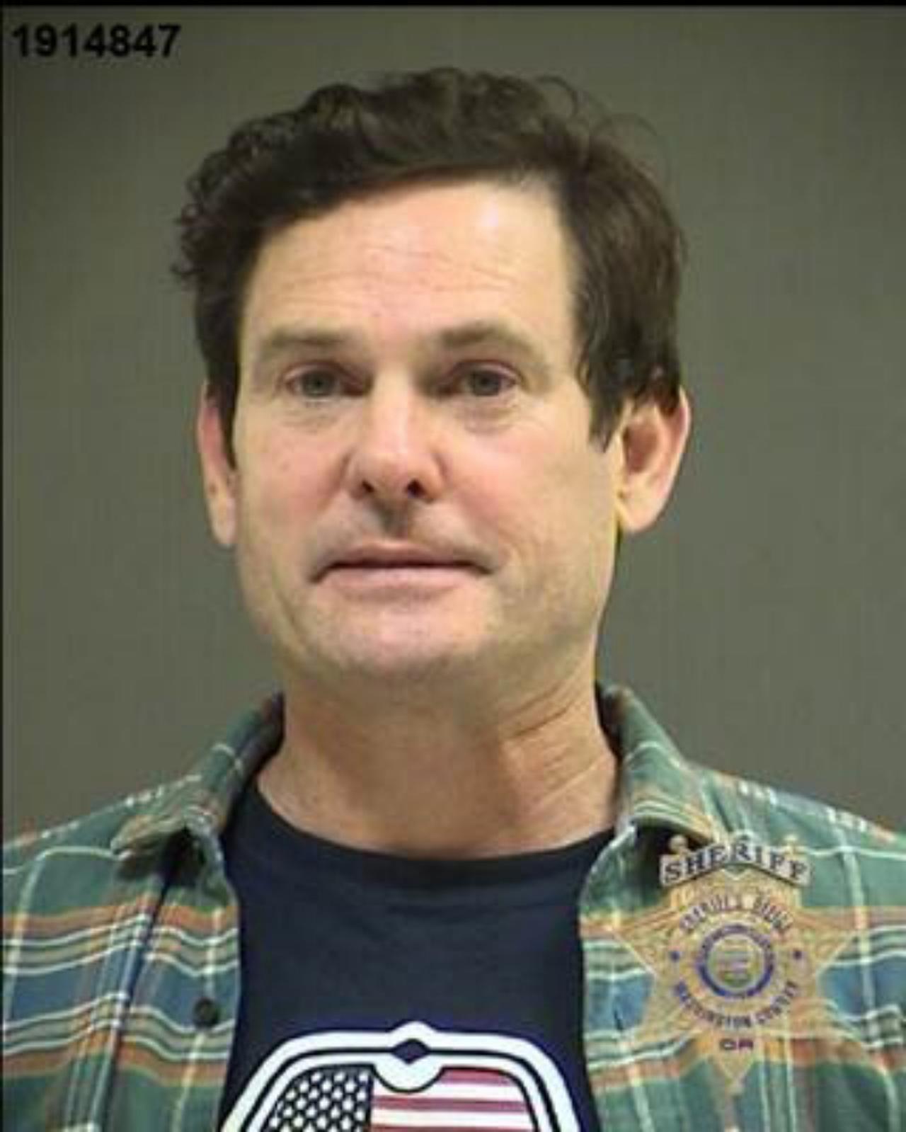 画像: 現地警察が公開したヘンリー・トーマスの逮捕写真。交差点に立ち往生した車の中で酒に酔ったヘンリーが気絶するように眠っているのが発見され、そのまま駆けつけた警察により逮捕された。