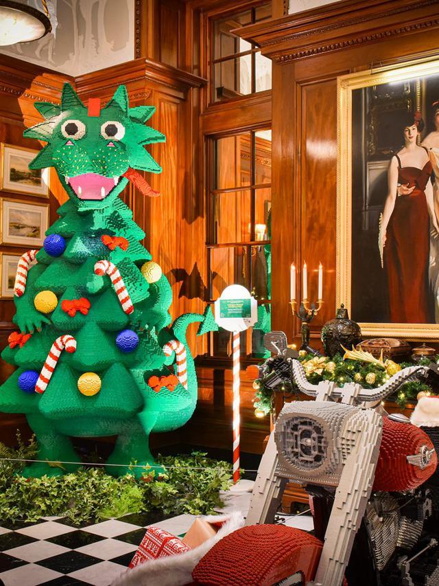 画像: ドラゴン型のクリスマスツリー