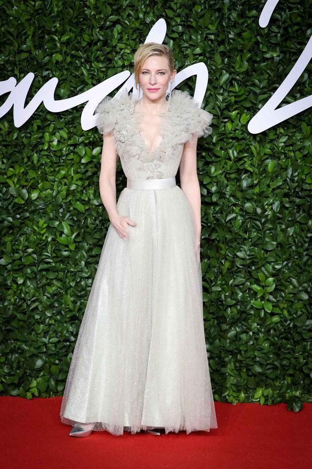 画像: ケイト・ブランシェットは、Armani Privéのドレス。