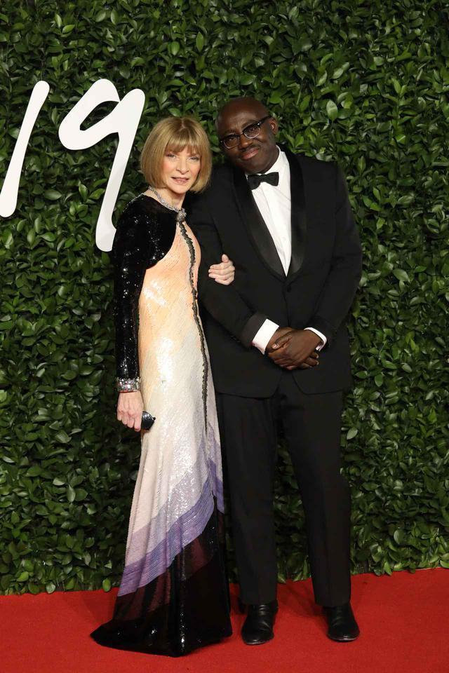 画像: 米Vogueの編集長であるアナ・ウィンターと英Vogueの編集長エドワード・エニンフルも出席。